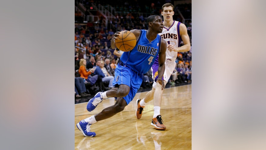 Dallas Mavericks' Darren Collison (4) drives past Phoenix Suns' Goran Dragic, of Slovenia, during the first half of an NBA basketball game Friday, Feb. 1, 2013, in Phoenix. (AP Photo/Matt York)
