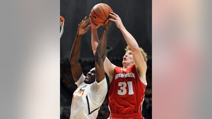 Illinois' forward Sam McLaurin (0) and Wisconsin's forward Mike Bruesewitz (31) fight for the ball in the first half of an NCAA college basketball game at Assembly Hall in Champaign, Ill., Sunday, Feb. 3, 2013. (AP Photo/Robin Scholz)