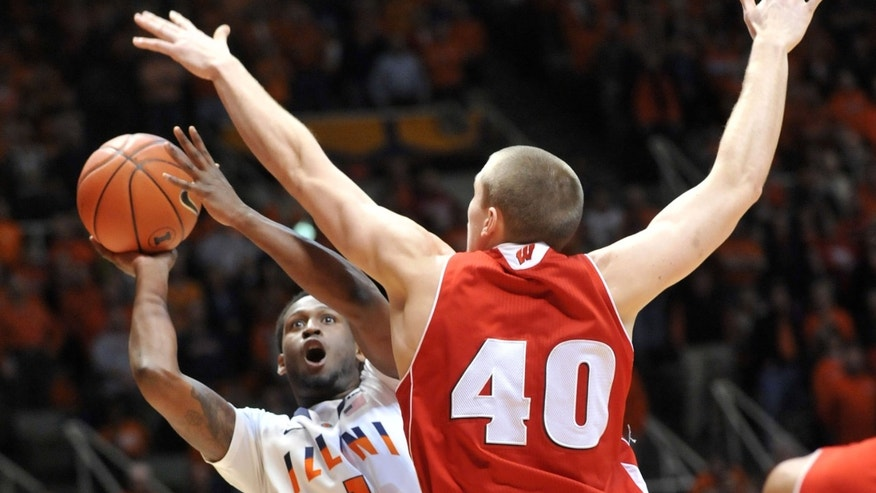 Illinois' guard D.J. Richardson (1) tries to shoot past Wisconsin's forward/center Jared Berggren (40) in the first half of an NCAA college basketball game at Assembly Hall in Champaign, Ill., Sunday, Feb. 3, 2013. (AP Photo/Robin Scholz)