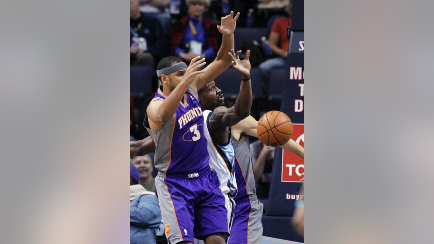 Memphis Grizzlies' Tony Allen, center, passes the ball around Phoenix Suns' Jared Dudley (3) during the first half of an NBA basketball game in Memphis, Tenn., Tuesday, Feb. 5, 2013. (AP Photo/Danny Johnston)