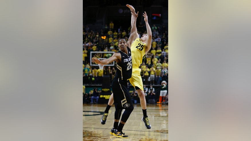 Colorado defender Spencer Dinwiddie, left, watches as E. J. Singler's shot at the buzzer falls short as Colorado holds on for a 48-47 victory over Oregon in an NCAA college basketball game at Matthew Knight Arena in Eugene, Ore., Thursday, Feb. 7, 2013. (AP Photo/Brian Davies)