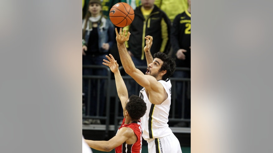 Oregon's Arsalan Kazemi, right, reaches over Utah's Renan Lenz for a rebound during the first half an NCAA college basketball game in Eugene, Ore., Saturday, Feb. 9, 2013. (AP Photo/Chris Pietsch)