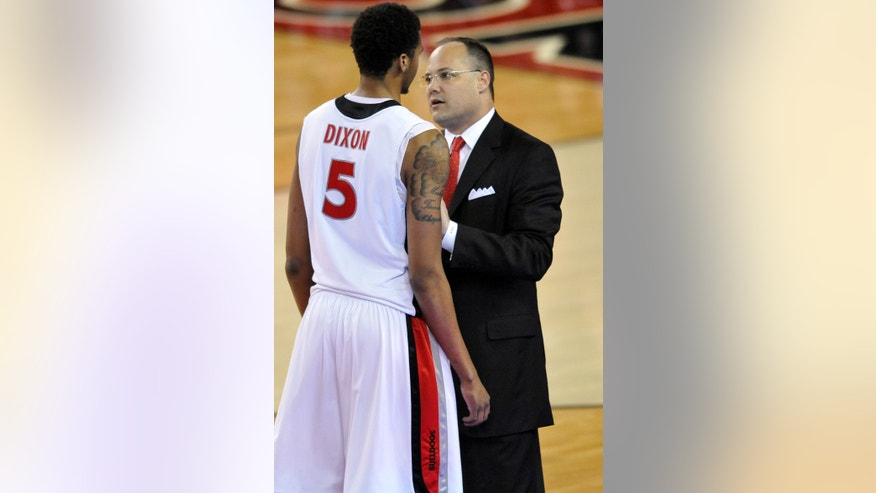 Georgia head coach Mark Fox talks with Georgia forward Tim Dixon (5) during the first half of an NCAA college basketball game against Alabama in Athens, Ga., Tuesday, Feb. 12, 2013. (AP Photo/The Athens Banner-Herald, AJ Reynolds)MANDATORY CREDIT