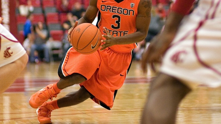 Oregon State guard Ahmad Starks (3) drives between Washington State guard Bryce Leavitt, left, and forward D.J. Shelton, right, during the first half of an NCAA college basketball game on Wednesday, Feb. 13, 2013, at Beasley Coliseum in Pullman, Wash. (AP Photo/Dean Hare)