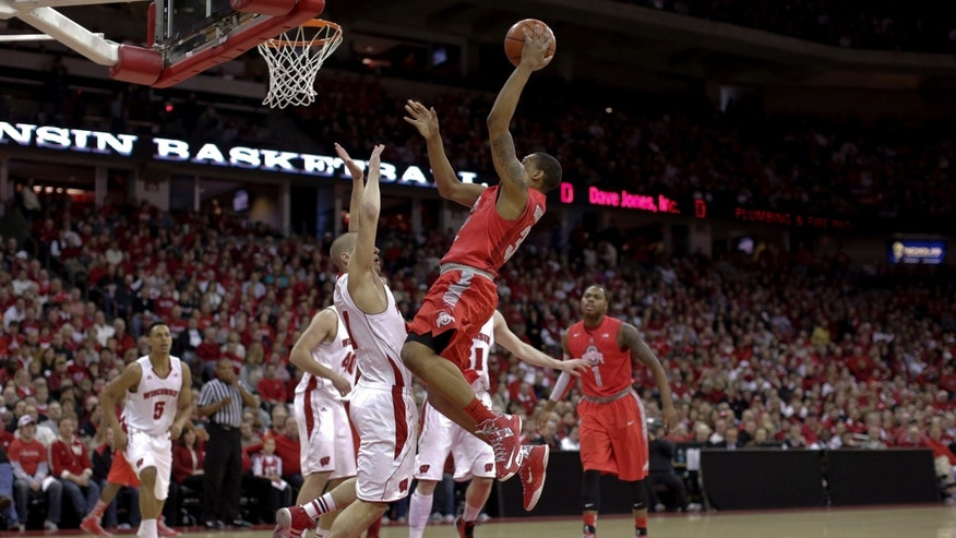 Ohio State's Lenzelle Smith Jr., center, shoots against Wisconsin's Ben Burst during the first half of an NCAA college basketball game on Sunday, Feb. 17, 2013, in Madison, Wis. (AP Photo/Andy Manis)