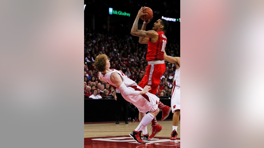 Ohio State's LaQuinton Ross, top, fouls Wisconsin's Mike Bruesewitz during the first half of an NCAA college basketball game on Sunday, Feb. 17, 2013, in Madison, Wis. (AP Photo/Andy Manis)