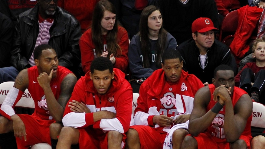Ohio State players watch the final seconds of play in their 71-49 loss to Wisconsin in an NCAA college basketball game on Sunday, Feb. 17, 2013, in Madison, Wis. (AP Photo/Andy Manis)