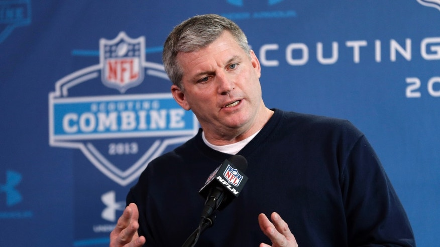 Tennessee Titans head coach Mike Munchak answers a question during a news conference at the NFL football scouting combine in Indianapolis, Thursday, Feb. 21, 2013. (AP Photo/Michael Conroy)
