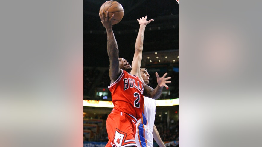 Chicago Bulls guard Nate Robinson, front, goes to the basket next to Oklahoma City Thunder guard Thabo Sefolosha during the second quarter of an NBA basketball game in Oklahoma City, Sunday, Feb. 24, 2013. (AP Photo/Alonzo Adams)