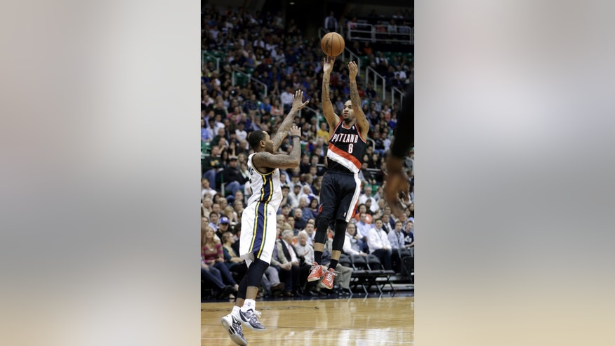 Portland Trail Blazers' Eric Maynor (6) shoots as Utah Jazz's Mo Williams, left, defends in the first quarter during an NBA basketball game Monday, April 1, 2013, in Salt Lake City.  (AP Photo/Rick Bowmer)