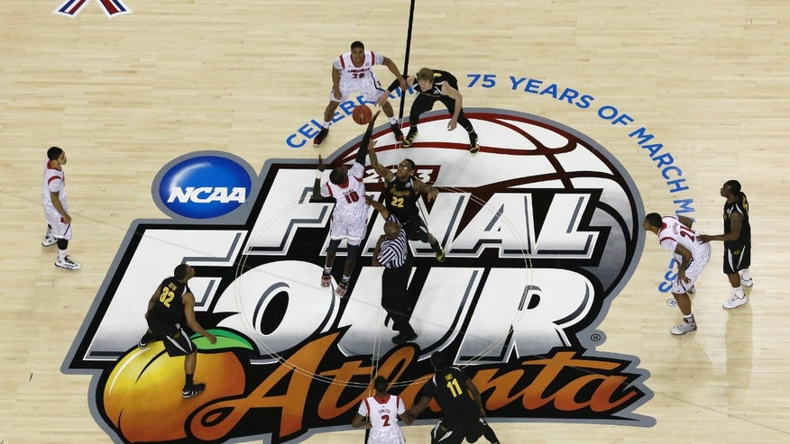Louisville and Wichita State work during the first half of the NCAA Final Four tournament college basketball semifinal game, Saturday, April 6, 2013, in Atlanta. (AP Photo/David J. Phillip)