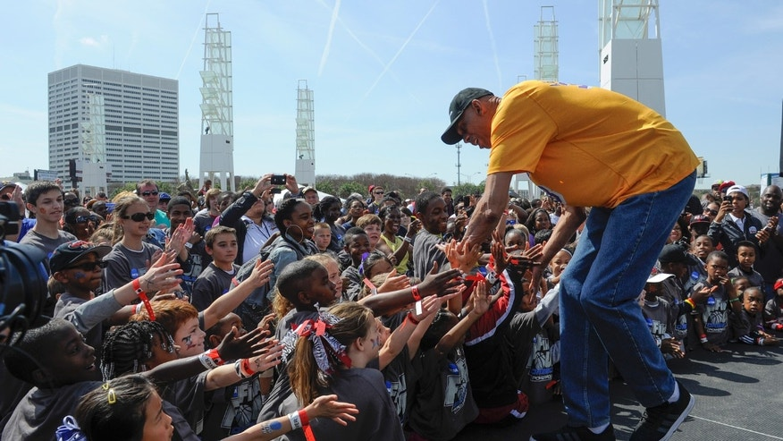 Kareem Abdul-Jabbar interacts with young fans during NCAA Final Four festivities Sunday, April 7, 2013, in Atlanta. (AP Photo/John Amis)