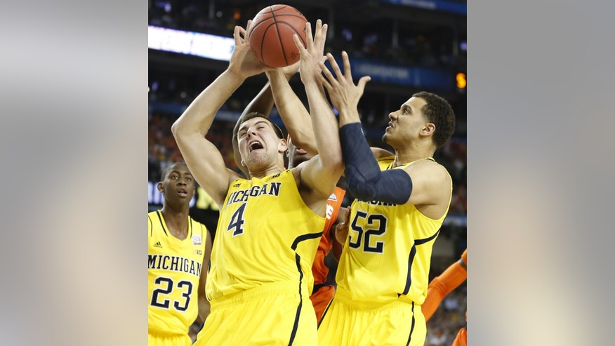 Michigan's Mitch McGary (4) and Jordan Morgan (52) battle for the ball under the basket during first-half NCAA college basketball game action against Syracuse in the NCAA Final Four, Saturday April 6, 2013, in Atlanta. (AP Photo/Detroit Free Press, Julian H. Gonzalez )  DETROIT NEWS OUT; TV OUT; INTERNET OUT; NO SALES; MANDATORY CREDIT