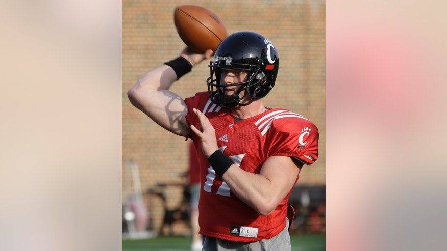 Cincinnati quarterback Brendon Kay throws during the team's final spring NCAA college football practice, Wednesday, April 10, 2013, in Cincinnati. (AP Photo/Al Behrman)