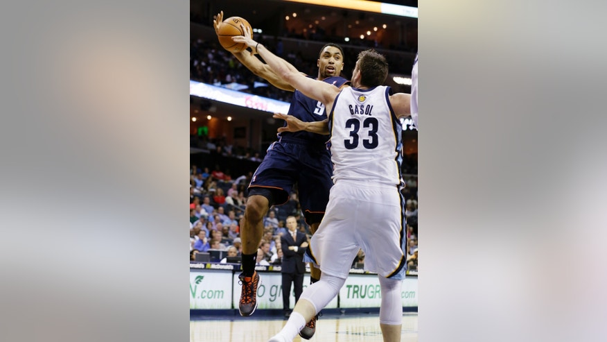 Charlotte Bobcats' Gerald Henderson (9) works the ball around Memphis Grizzlies' Marc Gasol (33), of Spain, during the first half of an NBA basketball game in Memphis, Tenn., Tuesday, April 9, 2013. (AP Photo/Danny Johnston)