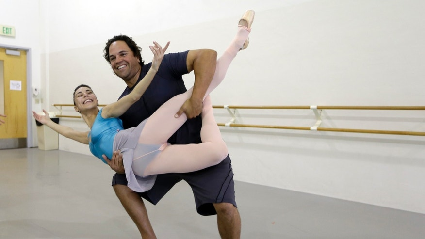 "Former MLB baseball player Mike Piazza poses for a photograph with Miami City ballet principal dancer Patricia Delgado before a rehearsal of ""Slaughter on Tenth Avenue""  at the Miami City Ballet, Tuesday, April 16, 2013, in Miami Beach, Fla. Piazza will play a gangster in the ballet on May 3. He will say a few lines and then watch the rest of the performance from a seat onstage.  Piazza says his turn with the troupe is his gift to his 6-year-old daughter, a student at Miami City Ballet School. (AP Photo/Lynne Sladky)"