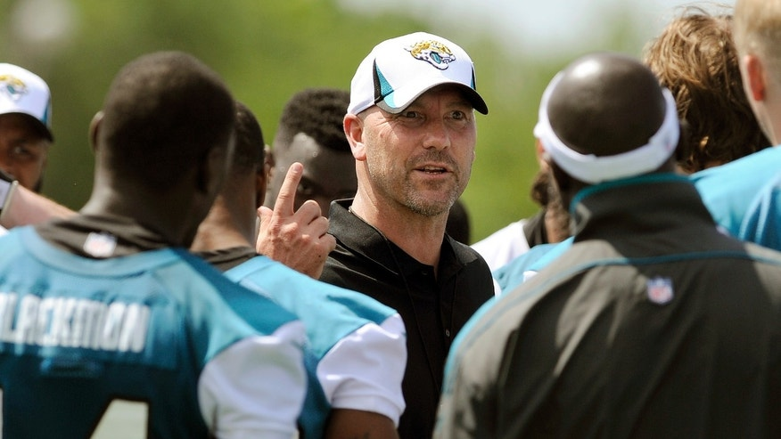 Jacksonville Jaguars first year head coach Gus Bradley  talks to his team at the end of a voluntary veteran NFL football mini-camp,  Tuesday, April 16, 2013, in Jacksonville, Fla. (AP Photo/Stephen Morton)