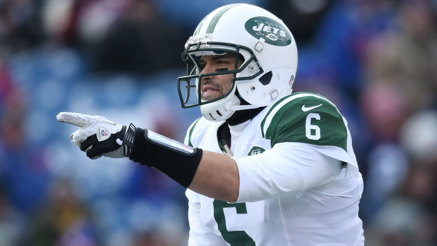 ORCHARD PARK, NY - DECEMBER 30: Mark Sanchez #6 of the New York Jets calls an audible during an NFL game against the Buffalo Bills at Ralph Wilson Stadium on December 30, 2012 in Orchard Park, New York. (Photo by Tom Szczerbowski/Getty Images)