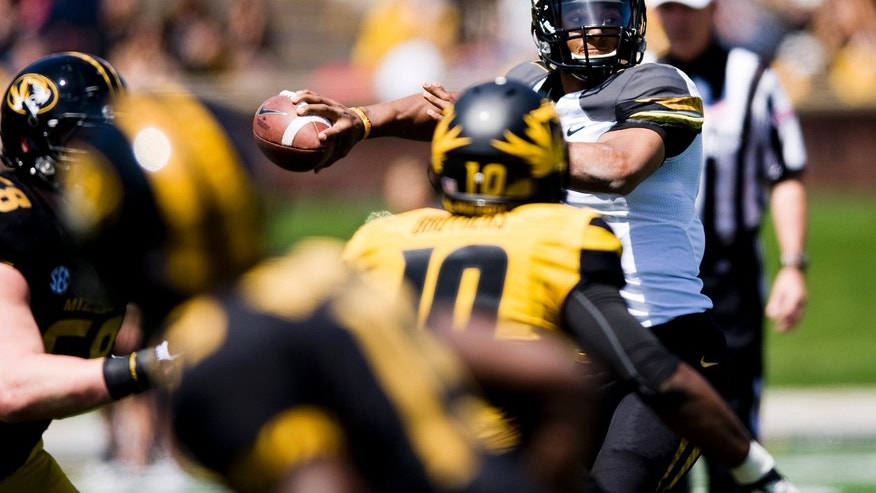 Missouri quarterback James Franklin throws a pass during their spring NCAA college football game, Saturday, April 20, 2013, in Columbia, Mo. (AP Photo/Columbia Daily Tribune, August Kryger)