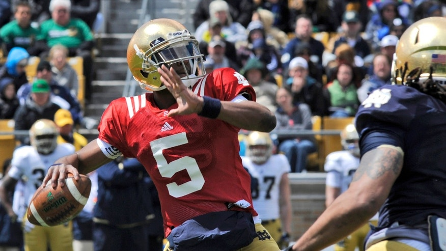 Notre Dame quarterback Everett Golson throws a pass during the Blue-Gold spring NCAA college football game, Saturday, April 20, 2013, in South Bend, Ind. (AP Photo/Joe Raymond)