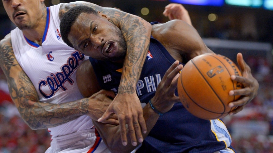 Los Angeles Clippers forward Matt Barnes, left, battles Memphis Grizzlies guard Tony Allen during the second half of Game 2 of a first-round NBA basketball playoff series, Monday, April 22, 2013, in Los Angeles.  (AP Photo/Mark J. Terrill)