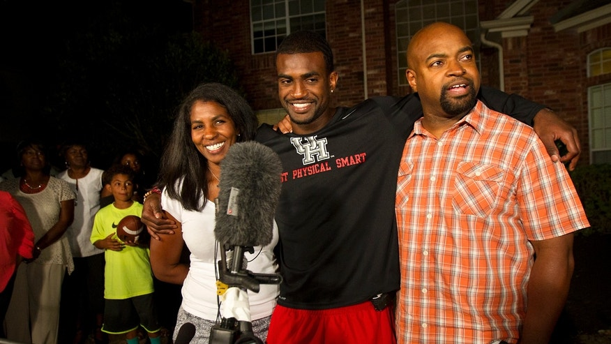 Former University of Houston player D.J. Hayden, center, stands with his mother, Tori Hayden, left, and father, Derek Hayden, right, after he was picked by the Oakland Raiders in the 2013 NFL draft at his house, Thursday, April 25, 2013, in Missouri City. (AP Photo/Houston Chronicle, Cody Duty)