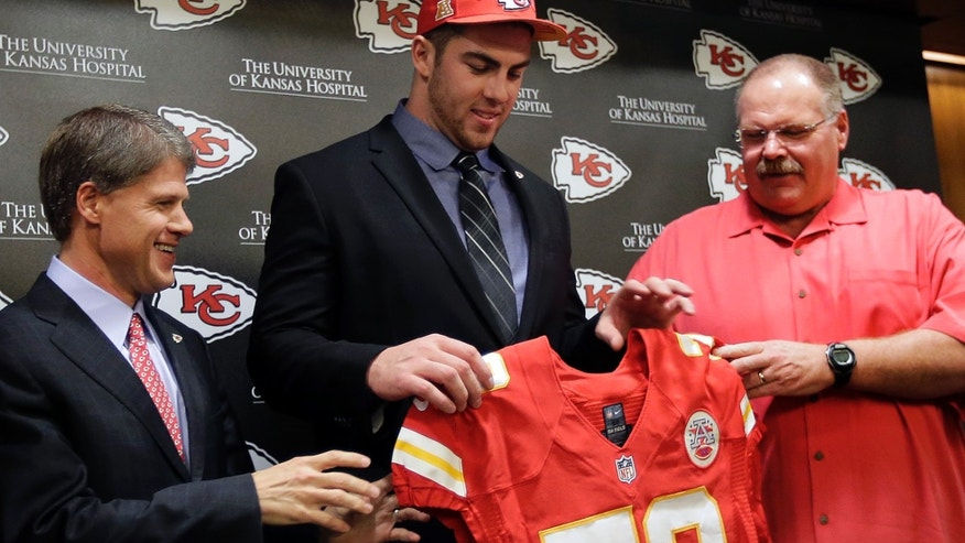 Kansas City Chiefs No. 1 draft pick Eric Fisher, an offensive lineman from Central Michigan, poses with coach Andy Reid, right, and owner Clark Hunt, left, during an NFL football news conference Friday, April 26, 2013, in Kansas City, Mo. Fisher was the No. 1 overall pick in the NFL draft on Thursday. (AP Photo/Charlie Riedel)
