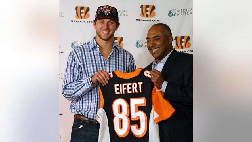 Cincinnati Bengals first round draft pick Tyler Eifert, a tight end out of Notre Dame, holds the jersey he will wear for the NFL football team with head coach Marvin Lewis, Friday, April 26, 2013, in Cincinnati. (AP Photo/Al Behrman)