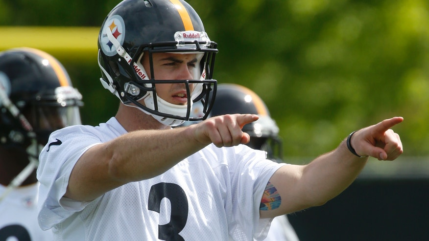 Pittsburgh Steelers fourth round draft pick, quarterback Landry Jones out of Oklahoma, gives signals during NFL football rookie minicamp on Saturday, May 4, 2013 in Pittsburgh. (AP Photo/Keith Srakocic)