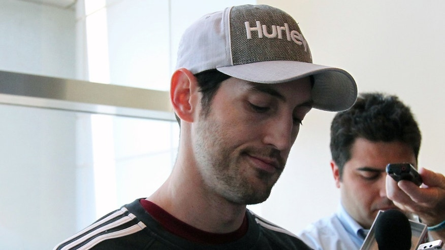 Chicago Bulls guard Kirk Hinrich speaks to reporters in Miami on Tuesday, May 7, 2013. The Bulls defeated the Miami Heat 93-86 on Monday night to take Game 1 of their NBA basketball Eastern Conference semifinal series. (AP Photo/El Nuevo Herald, David Santiago)