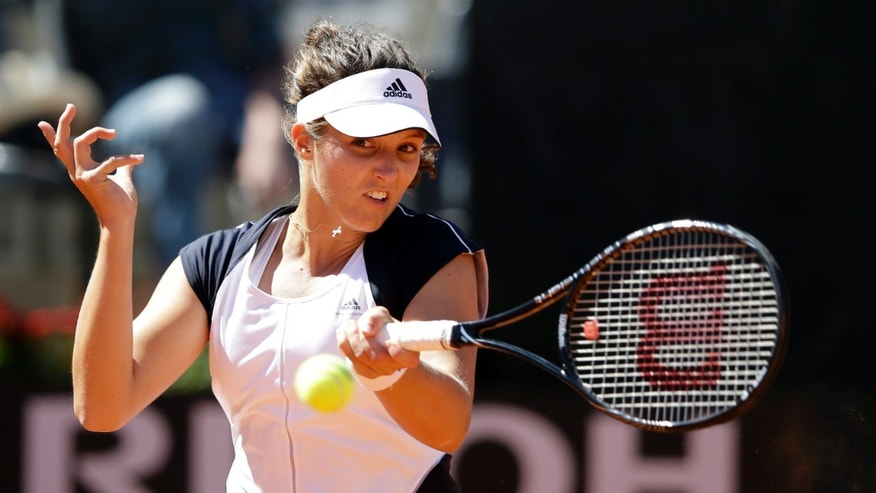 Laura Robson of Britain returns the ball to Venus Williams of the United States during their match at the Italian Open tennis tournament in Rome, Monday, May 13, 2013. (AP Photo/Gregorio Borgia)
