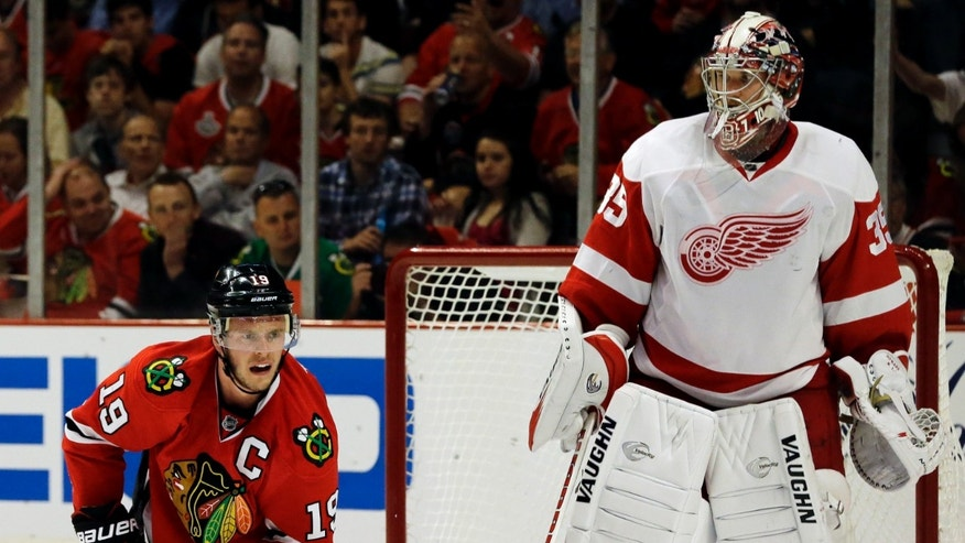 Chicago Blackhawks' Jonathan Toews (19) reacts as he looks for the puck against Detroit Red Wings goalie Jimmy Howard during the second period of Game 2 of the NHL hockey Stanley Cup playoffs Western Conference semifinals Saturday, May 18, 2013, in Chicago. (AP Photo/Nam Y. Huh)