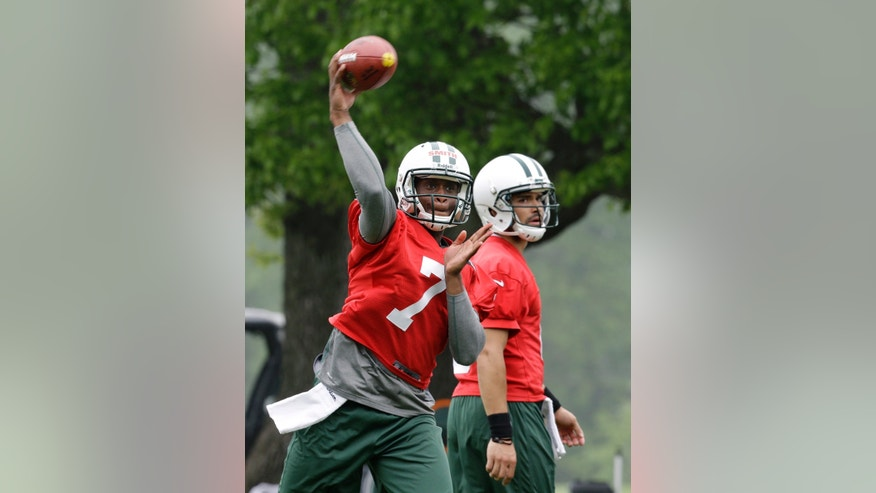 New York Jets' Geno Smith (7) throws a pass as Mark Sanchez (6) looks on as the quarterbacks practice during NFL football workouts in Florham Park, N.J., Wednesday, May 22, 2013. (AP Photo/Mel Evans)