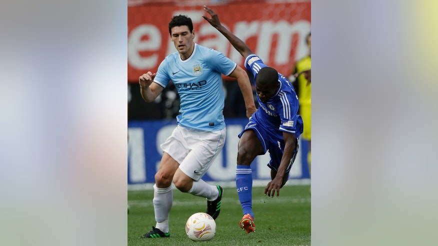Manchester City midfielder Gareth Barry, left, and Chelsea midfielder Ramires chase after the ball during the first half of an exhibition international friendly soccer match on Saturday, May 25, 2013, at Yankee Stadium in New York. (AP Photo/Julio Cortez)