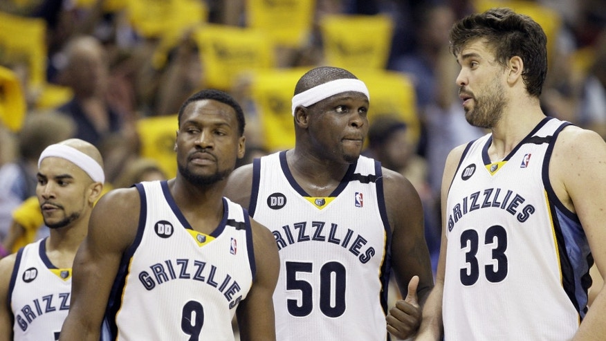 Memphis Grizzlies guard Jerryd Bayless, left, Tony Allen (9), Zach Randolph (50) and Marc Gasol, of Spain, talk during a time out in overtime in Game 3 of the Western Conference finals NBA basketball playoff series against the San Antonio Spurs in Memphis, Tenn., Saturday, May 25, 2013. The Spurs defeated the Grizzlies 104-93 in overtime. (AP Photo/Danny Johnston)