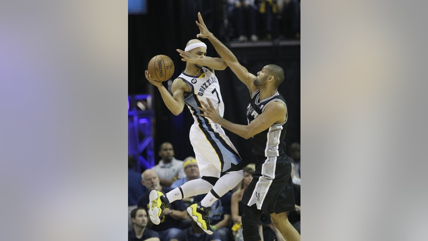 San Antonio Spurs' Tim Duncan, of U.S. Virgin Islands,, right, defends against Memphis Grizzlies' Jerryd Bayless (7) during overtime in Game 3 of the Western Conference finals NBA basketball playoff series in Memphis, Tenn., Saturday, May 25, 2013. The Spurs defeated the Grizzlies 104-93 in overtime. (AP Photo/Danny Johnston)