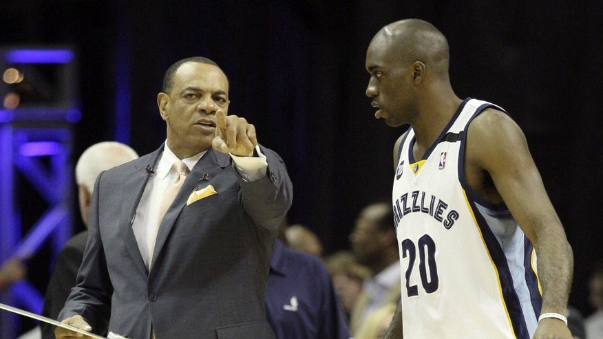 Memphis Grizzlies head coach Lionel Hollins, left, speaks to forward Quincy Pondexter (20) during the first half in Game 4 of the Western Conference finals NBA basketball playoff series  against the San Antonio Spurs, in Memphis, Tenn., Monday, May 27, 2013. (AP Photo/Danny Johnston)