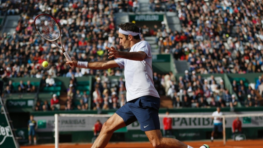 Switzerland's Roger Federer returns against India's Somdev Devvarman in their second round match of the French Open tennis tournament, at Roland Garros stadium in Paris, Wednesday, May 29, 2013. Federer won in three sets 6-2, 6-1, 6-1. (AP Photo/Petr David Josek)