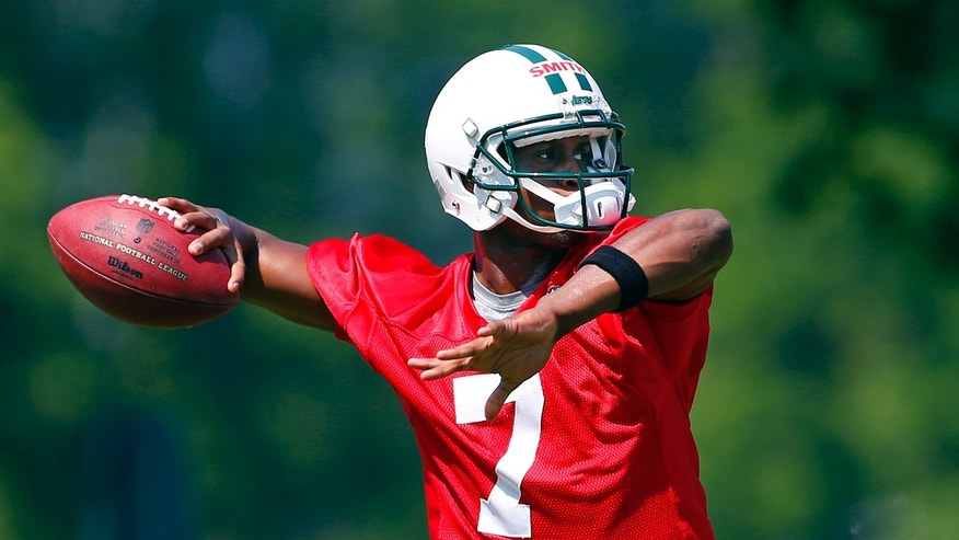New York Jets quarterback Geno Smith (7) throws a pass during NFL football practice in Florham Park, N.J., Thursday, May 30, 2013. (AP Photo/Rich Schultz)