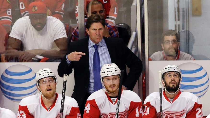 Detroit Red Wings coach Mike Babcock gestures to his players during the first period in Game 7 of the NHL hockey Stanley Cup Western Conference semifinals against the Chicago Blackhawks, Wednesday, May 29, 2013, in Chicago. (AP Photo/Nam Y. Huh)
