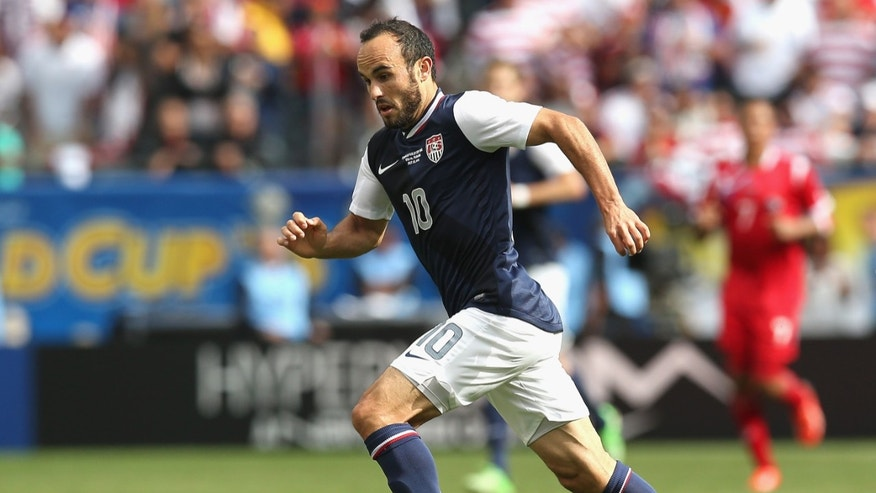 Landon Donovan #10 of the United States brings the ball up the field against Panama during the CONCACAF Gold Cup final match at Soldier Field on July 28, 2013 in Chicago, Illinois. (Photo by Jonathan Daniel/Getty Images)