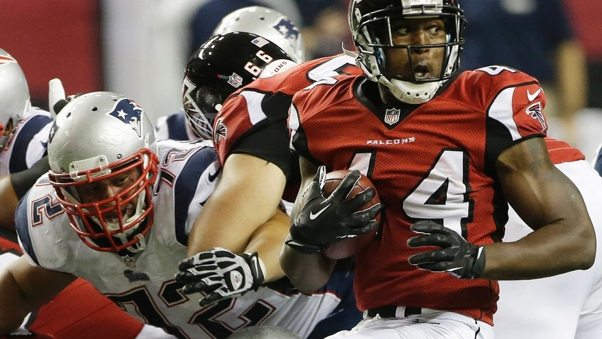 Atlanta Falcons fullback Jason Snelling (44) runs around New England Patriots defensive tackle Joe Vellano (72) during the second half of an NFL football game, Sunday, Sept. 29, 2013, in Atlanta. (AP Photo/John Bazemore)
