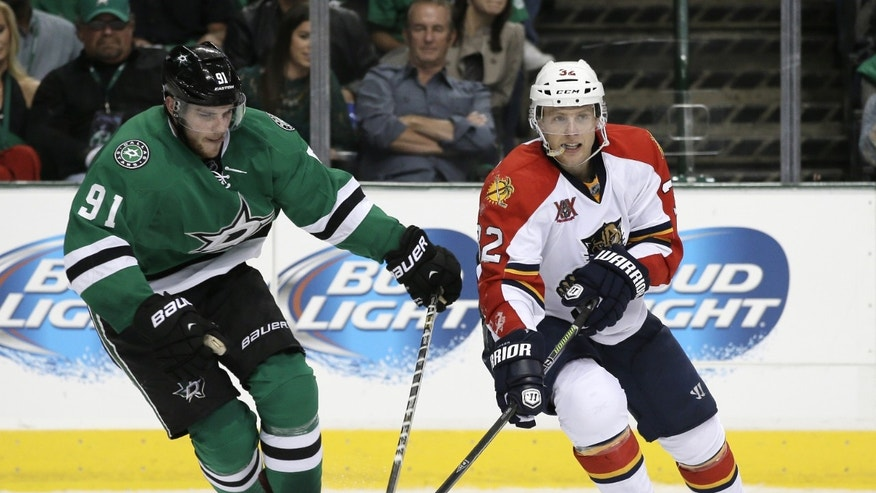 Dallas Stars center Tyler Seguin (91) attempts to disrupt puck control by Florida Panthers right wing Kris Versteeg (32) in the second period of an NHL hockey game, Thursday, Oct. 3, 2013, in Dallas. (AP Photo/Tony Gutierrez)