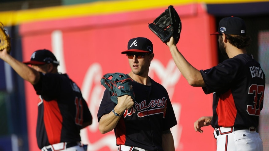 Atlanta Braves center fielder Jordan Schafer, center, catcher Gerald Laird, left, and Brandon Beachy work out before Game 1 of the National League Division Series against the Los Angeles Dodgers, Thursday, Oct. 3, 2013, in Atlanta. (AP Photo/David Goldman)