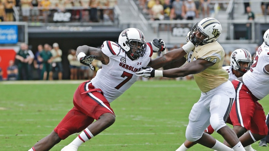 South Carolina defensive end Jadeveon Clowney (7) makes a move to get to the ball past Central Florida tight end Justin Tukes during the first half of an NCAA college football game in Orlando, Fla., Saturday, Sept. 28, 2013.(AP Photo/John Raoux)