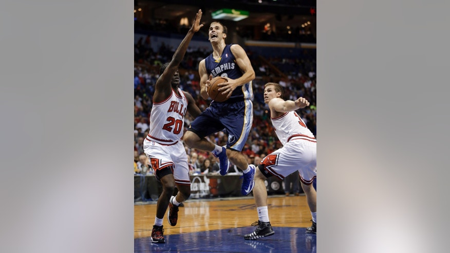 Memphis Grizzlies' Nick Calathes, center, heads to the basket past Chicago Bulls' Tony Snell, left, and Erik Murphy during the first half of an NBA preseason basketball game Monday, Oct. 7, 2013, in St. Louis. (AP Photo/Jeff Roberson)