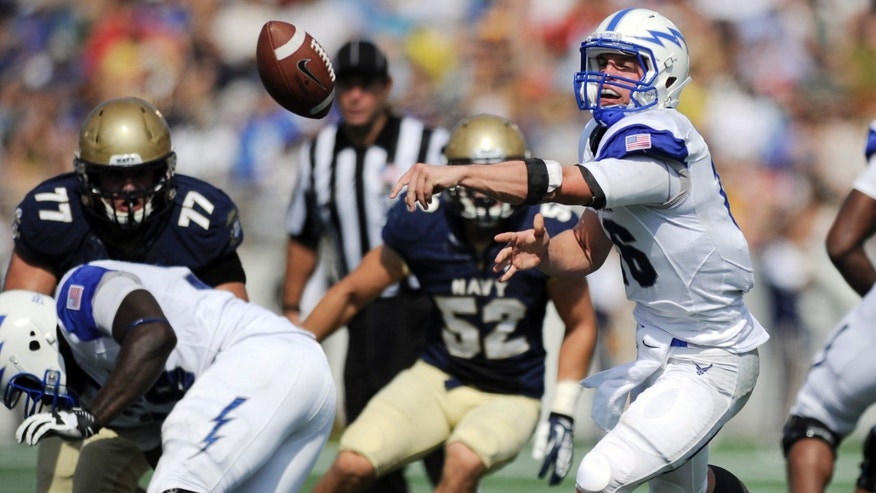 Air Force quarterback Karson Roberts, right, pitches the ball  during the first half of an NCAA football game against Navy, Saturday, Oct. 5, 2013, in Annapolis, Md. (AP Photo/Nick Wass)