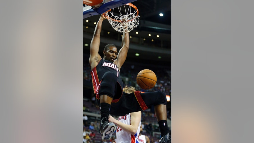 CORRECTS TO AUBURN HILLS, MICH. NOT DETROIT - Miami Heat center Chris Bosh dunks against the Detroit Pistons in the first half of an NBA basketball preseason game on Thursday, Oct. 10, 2013, in Auburn Hills, Mich. (AP Photo/Duane Burleson)