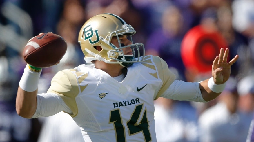 Baylor quarterback Bryce Petty (14) passes to a teammate during the first half of an NCAA college football game against Kansas State in Manhattan, Kan., Saturday, Oct. 12, 2013. (AP Photo/Orlin Wagner)