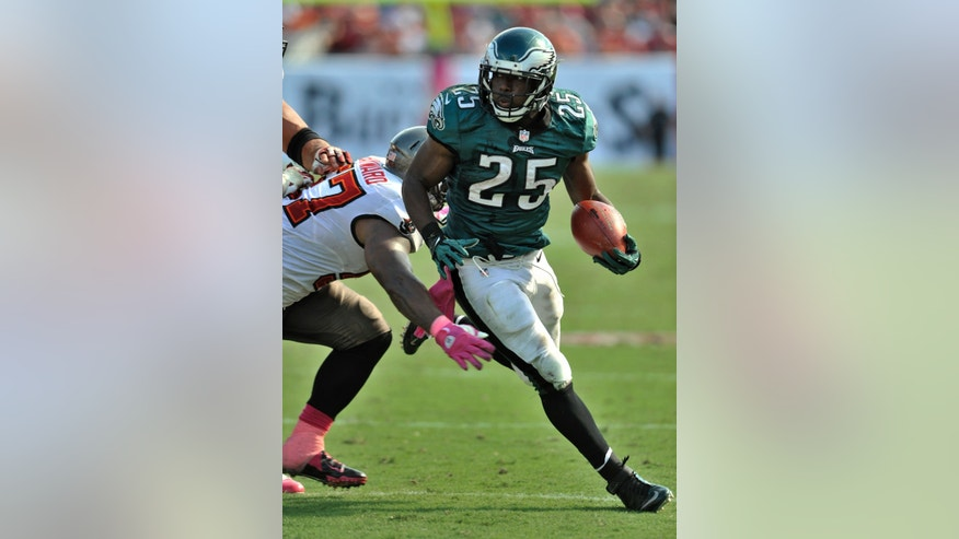 Philadelphia Eagles running back LeSean McCoy carries the ball against the Tampa Bay Buccaneers during the fourth quarter of their NFL football game with the Tampa Bay Buccaneers Sunday, Oct. 13, 2013 in Tampa, Fla. McCoy ran for 116 yards on 25 carries to help the Eagles defeat the Buccaneers 31-20. (AP Photo/Steve Nesius)